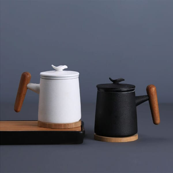 Ceramic cup with infuser